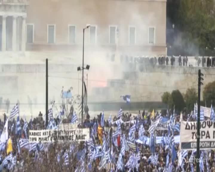 Grecia, scontri durante la manifestazione contro il cambio di nome della Macedonia
