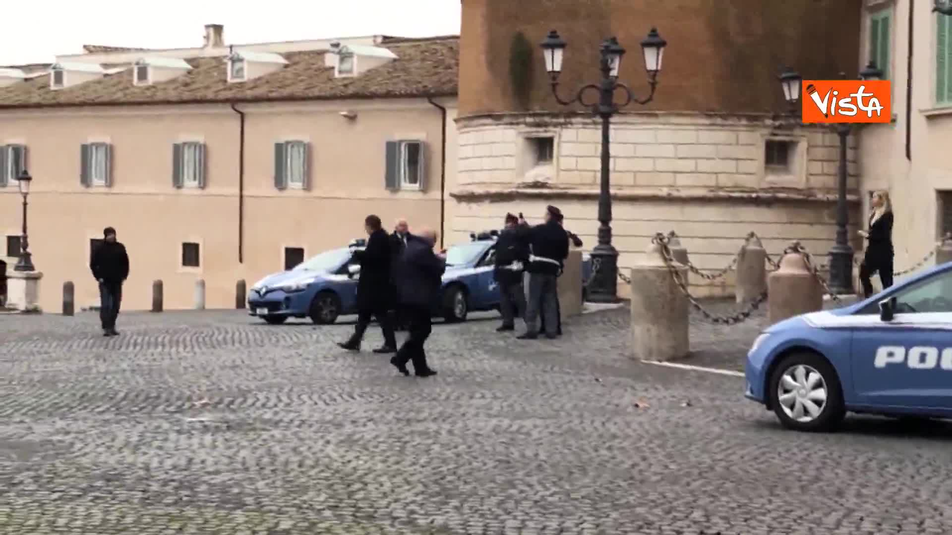 Shoah, Salvini lascia il Quirinale, un poliziotto lo ferma per un selfie