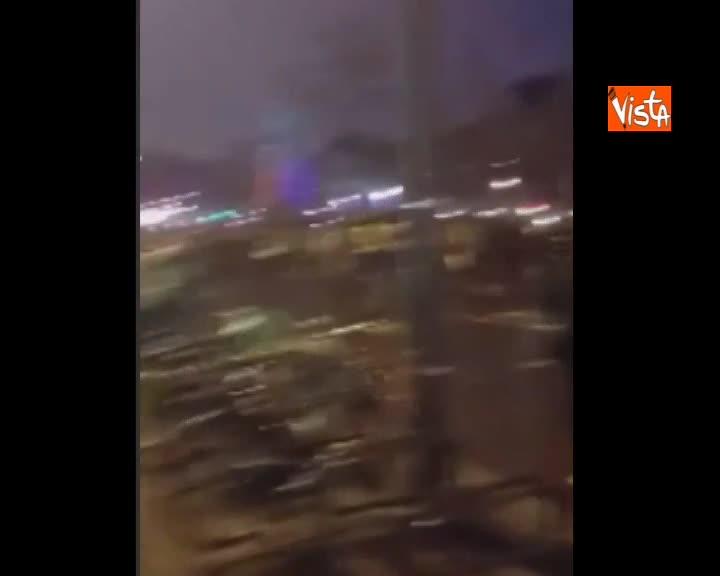 Notte di disordini a Parigi, prosegue la protesta dei gilet gialli