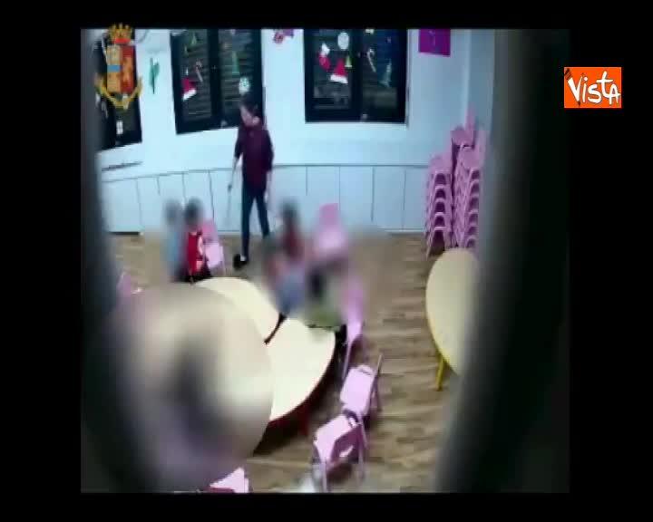 Bimbi picchiati in un asilo cinese a Prato, ai domiciliari due maestre, le immagini delle violenze
