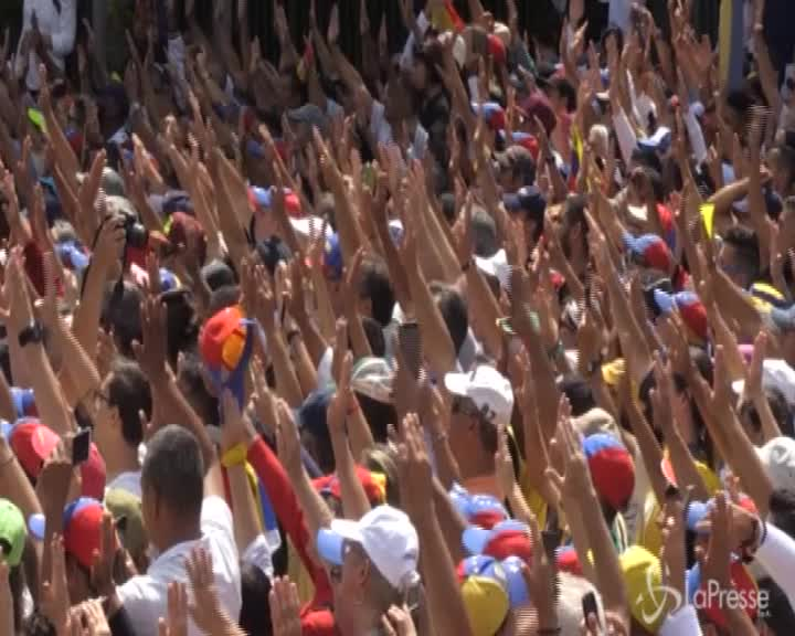Venezuela, piazze contro a Caracas