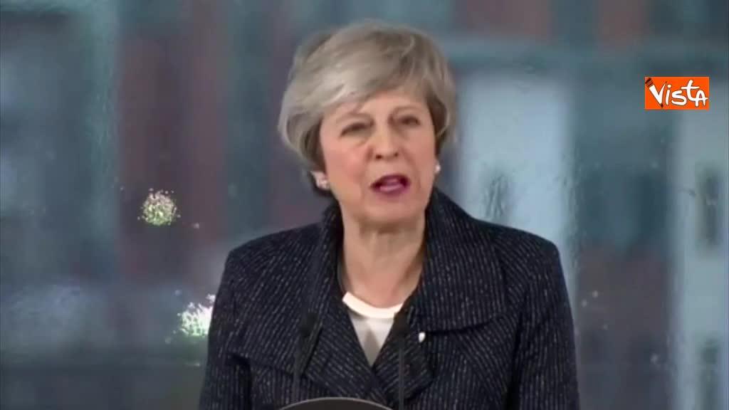 """Brexit, May: """"Accordo con Ue ci sarà ma non torneremo al confine chiuso con l'Irlanda"""", sottotitoli"""