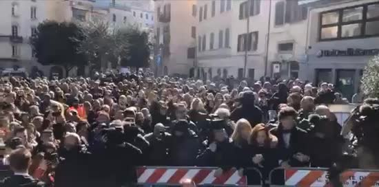 """Ozieri, fischiano Salvini. E lui: """"Faremo un parco acquatico per i comunisti"""""""