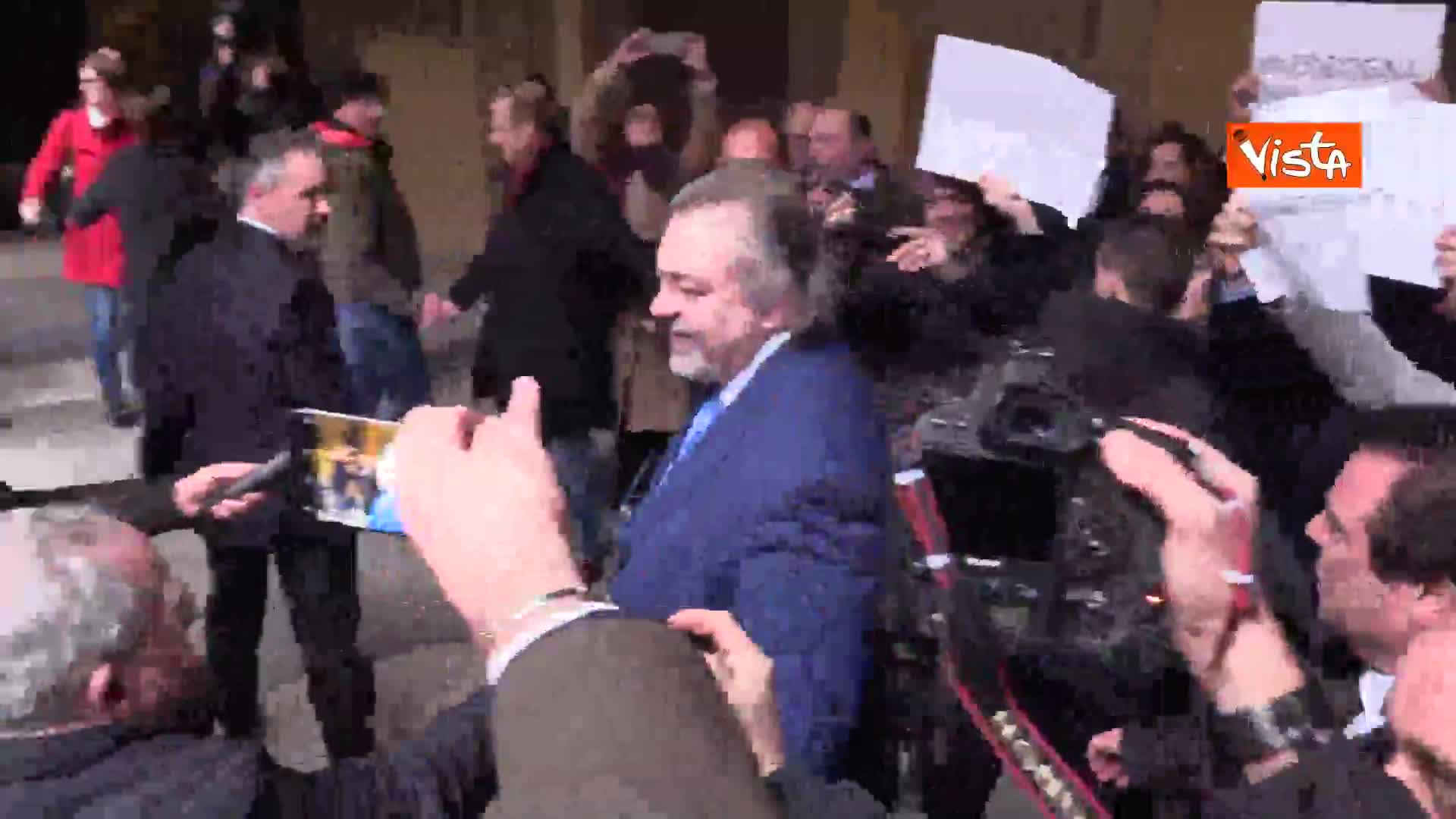 Diciotti, Giarrusso fa gesto delle manette verso i senatori PD