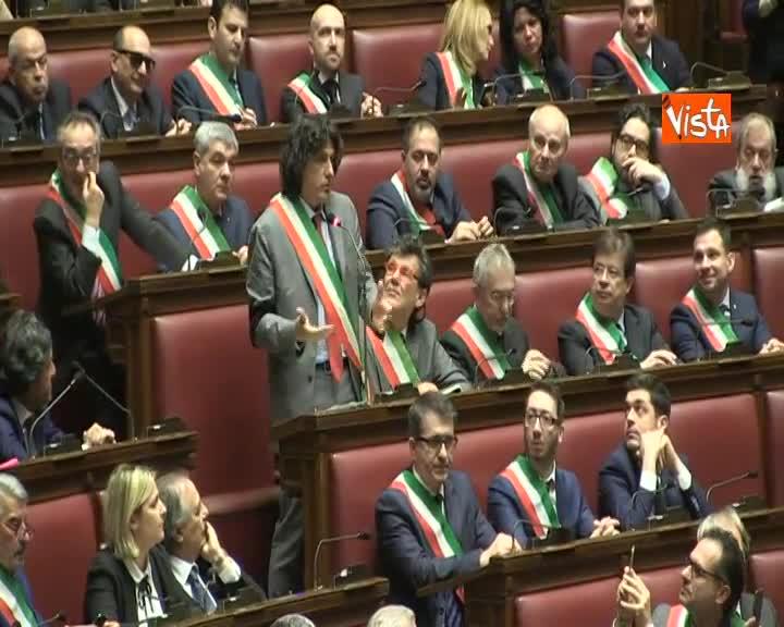 Standing ovation in aula Camera per coordinatore nazionale dei piccoli comuni dell'Anci Castelli