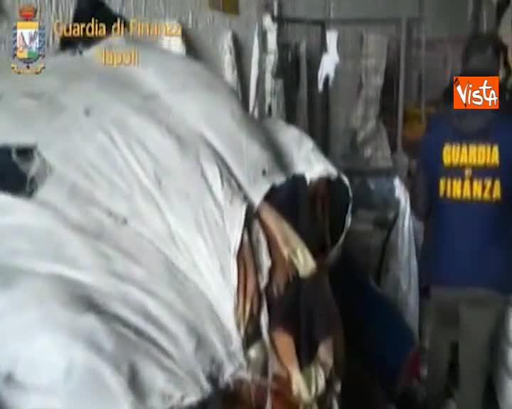 Deposito illecito di rifiuti scoperto dalla Finanza nel Napoletano con dodici lavoratori in nero