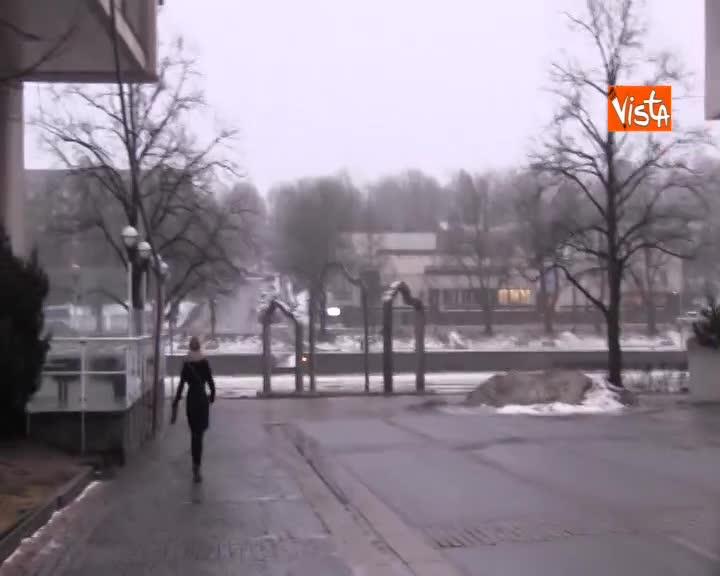 Il fiume Aurajoki ancora ghiacciato a Turku in Finlandia, nonostante la primavera sia vicina