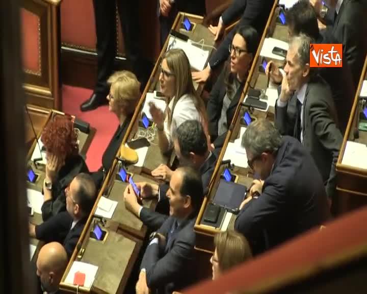"""Diciotti, Giarrusso: """"M5s vota no autorizzazione con orgoglio"""". Salvini gli stringe la mano"""