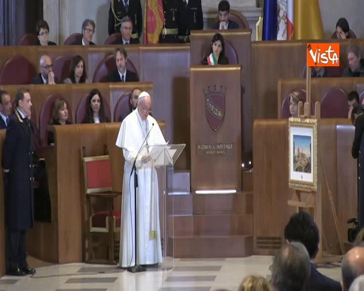"""Papa Francesco in Campidoglio: """"Dotare lal capitale di leggi e risorse adeguate"""""""