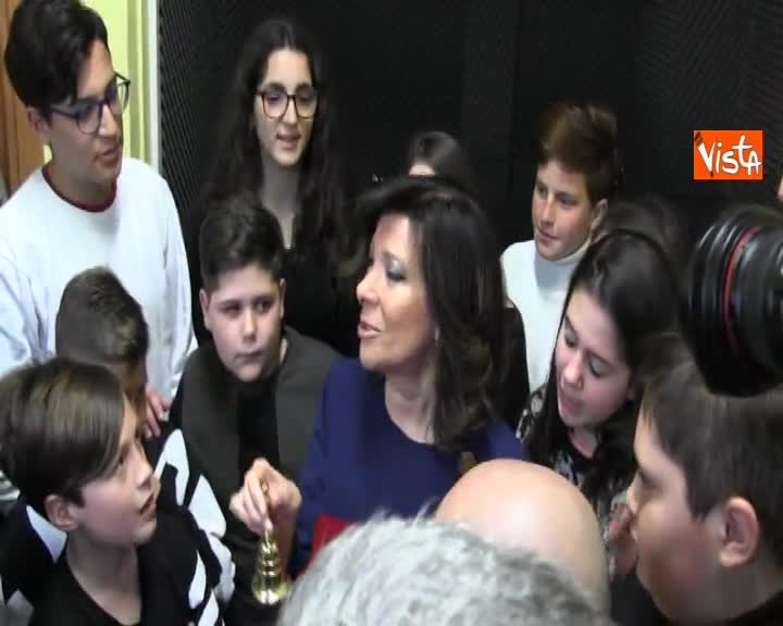 Casellati regala campanella del Senato ai ragazzi della Scugnizzeria di Melito