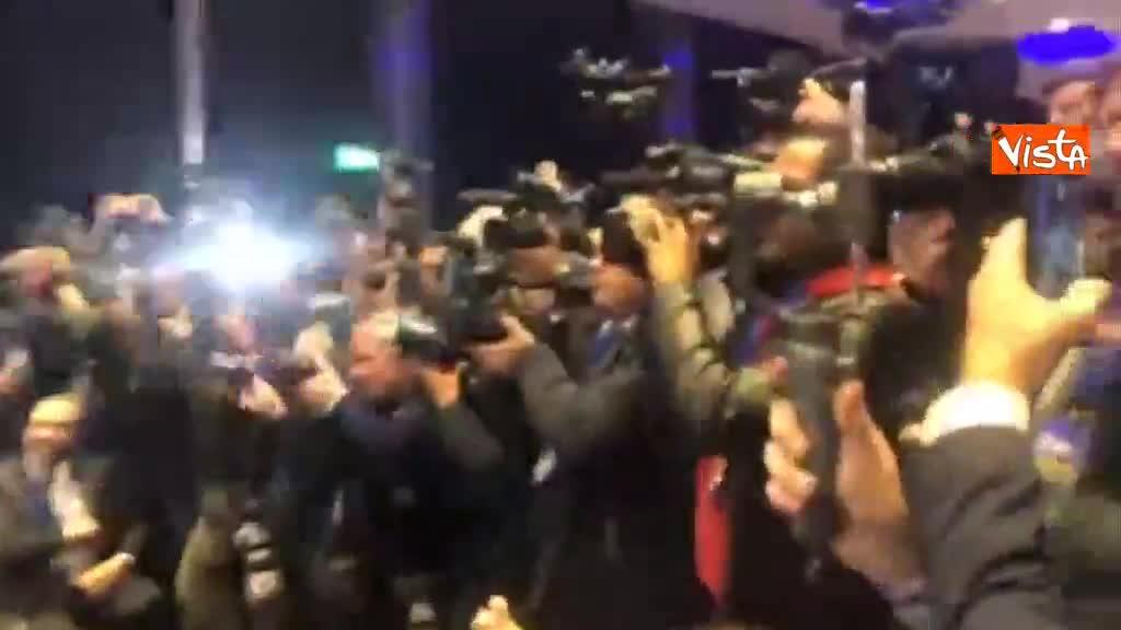 Europee, Salvini lancia alleanza transnazionale, la stretta di mano con i leader a Milano