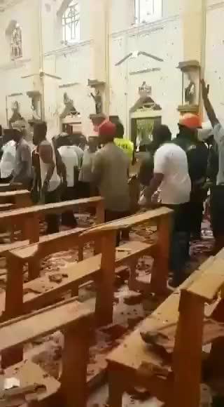 Attacco in Sri Lanka: ecco le immagini dentro la chiesa