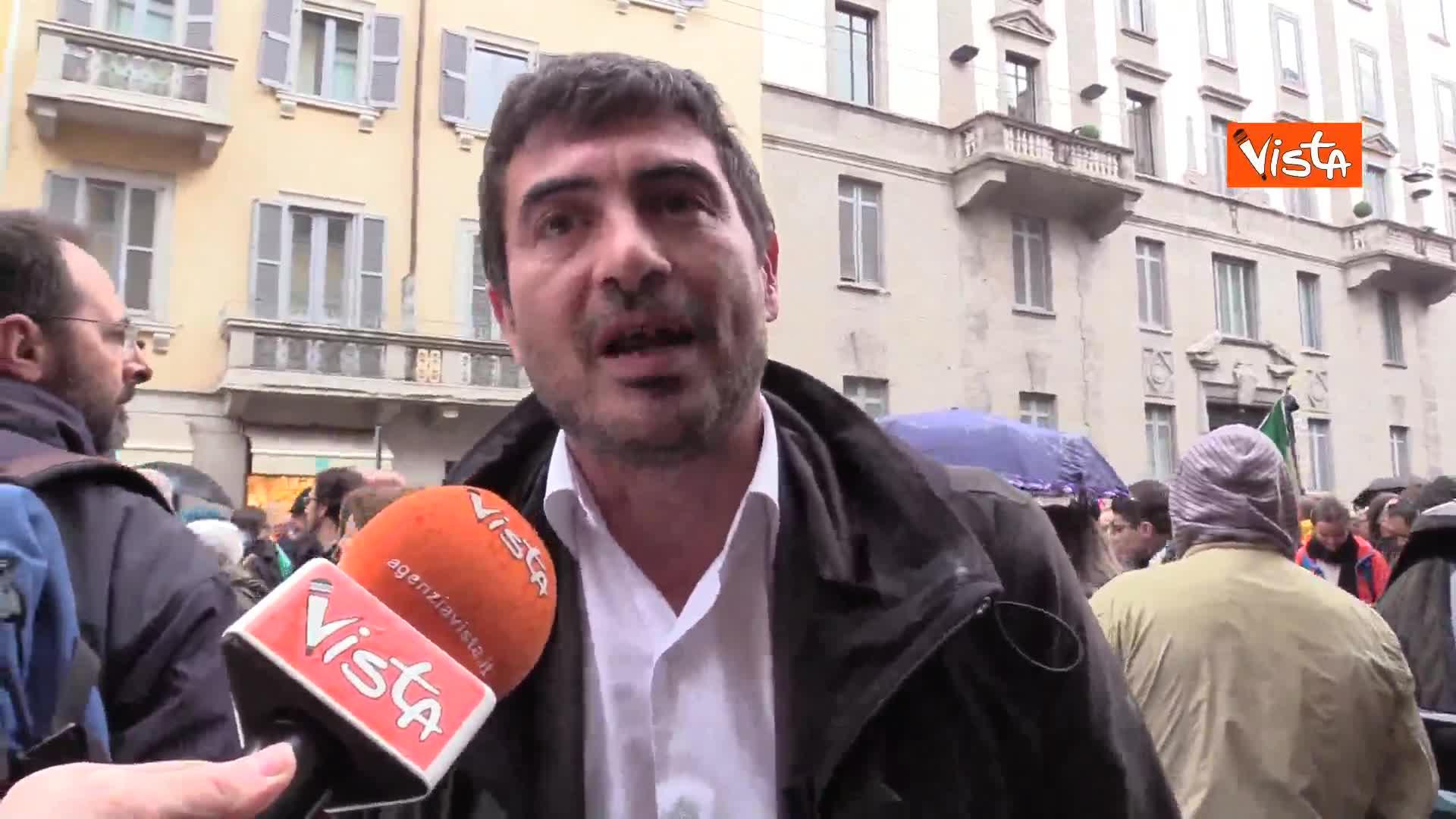"""25 Aprile, Fratoianni (Sinistra Italiana) in corteo: """"Oggi è un giorno divisivo solo per i fascisti"""""""