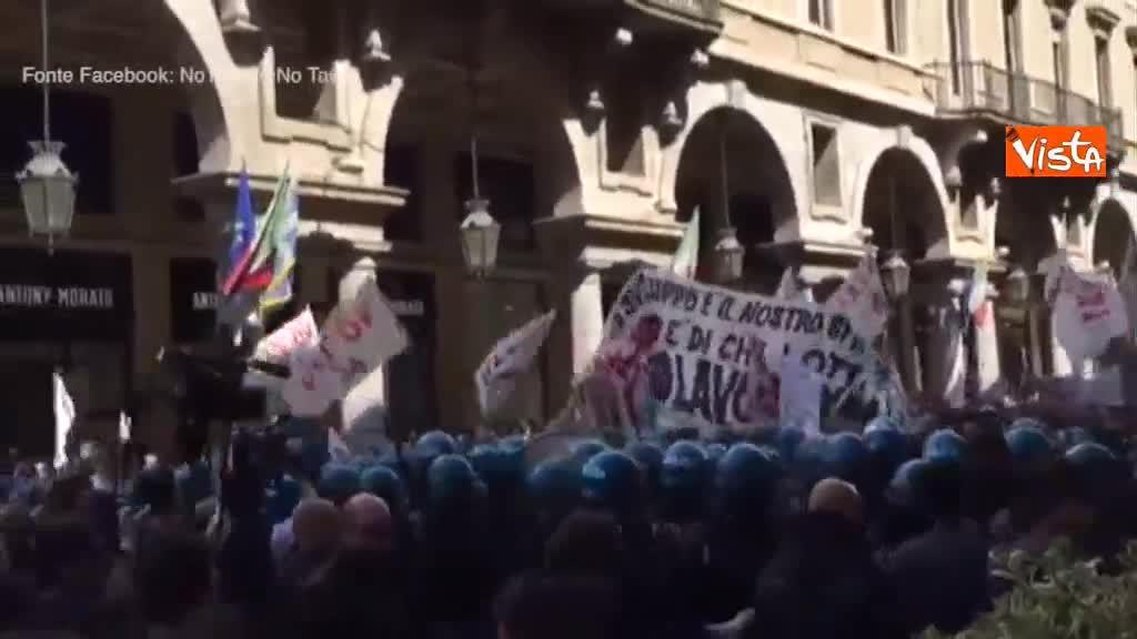 Torino, scontri tra i No Tav e la polizia