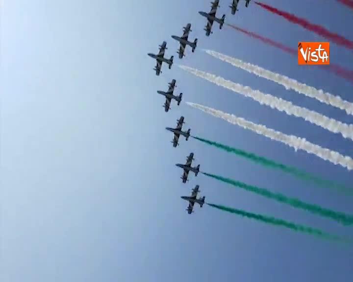 Inaugurazione Salone nautico a Venezia, Casellati e sindaco assistono a passaggio frecce tricolori