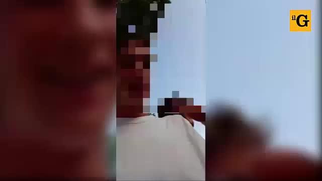 Pestano i bagnini, poi pubblicano un video choc