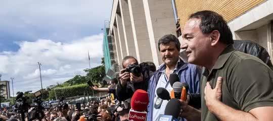 Lucano, i soldi dei migranti prestati ad amici in cambio di voti