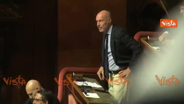"""De Falco contro Salvini: """"Buffone, vai a casa"""""""