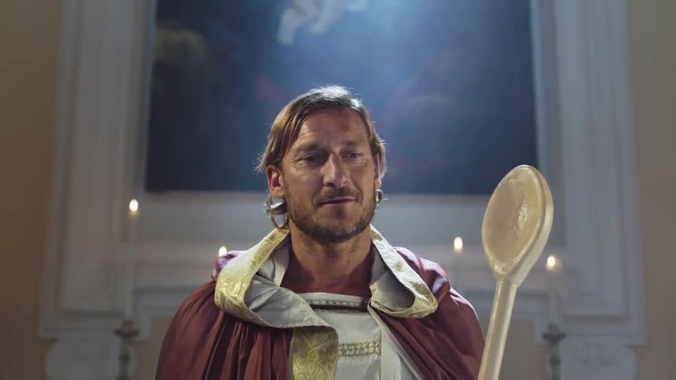 """Totti nei panni di """"San Pupone"""""""