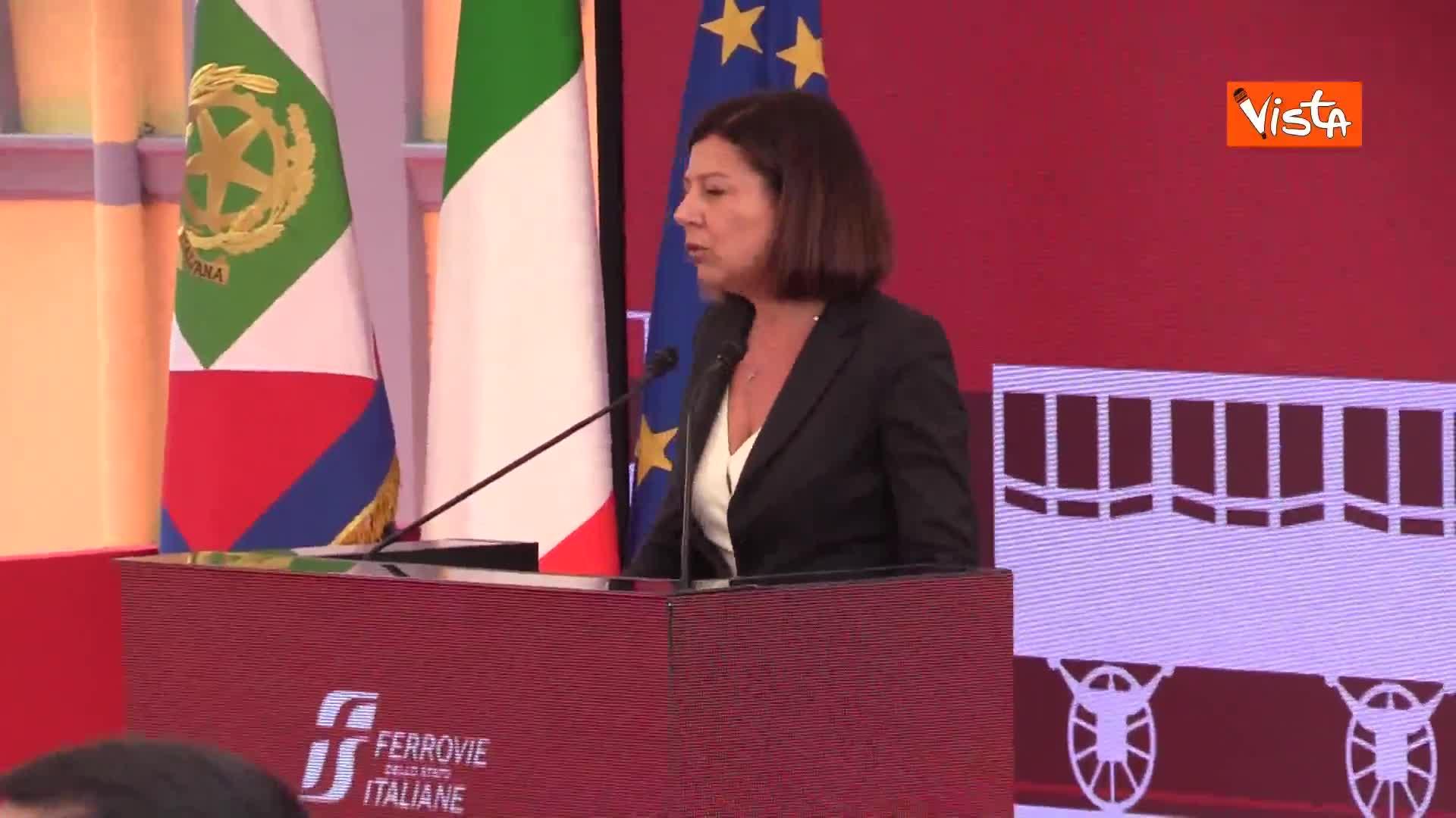"""De Micheli: """"Potenziare i treni per combattere le disuguaglianze"""""""