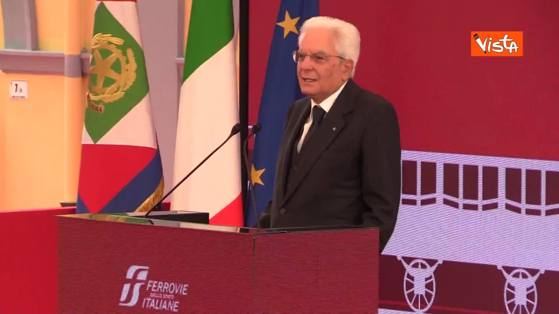 """Mattarella: """"I ferrovieri contribuiscono allo sviluppo del nostro Paese"""""""