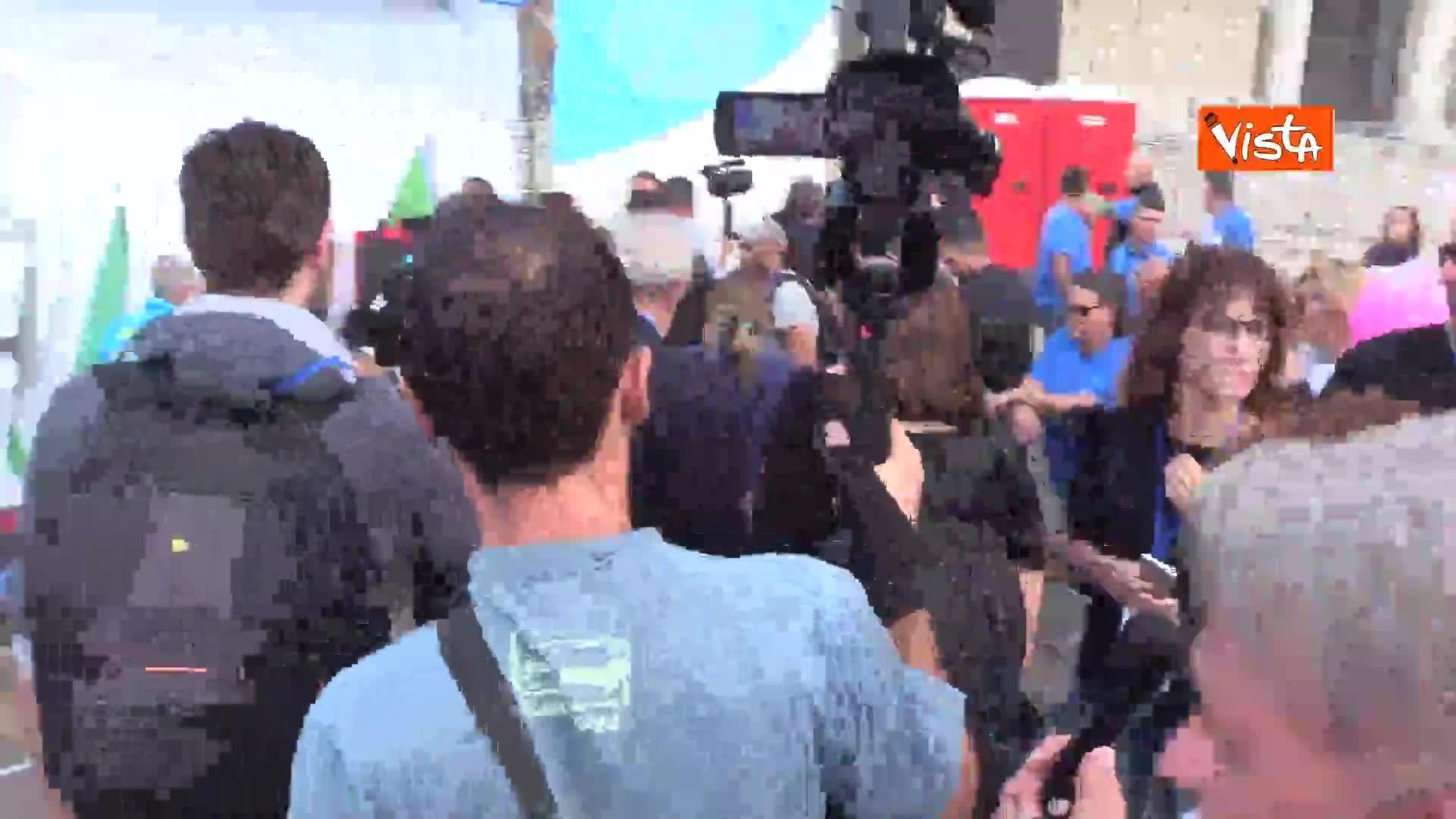 Gad Lerner contestato sotto al palco della manifestazione di centrodestra a San Giovanni