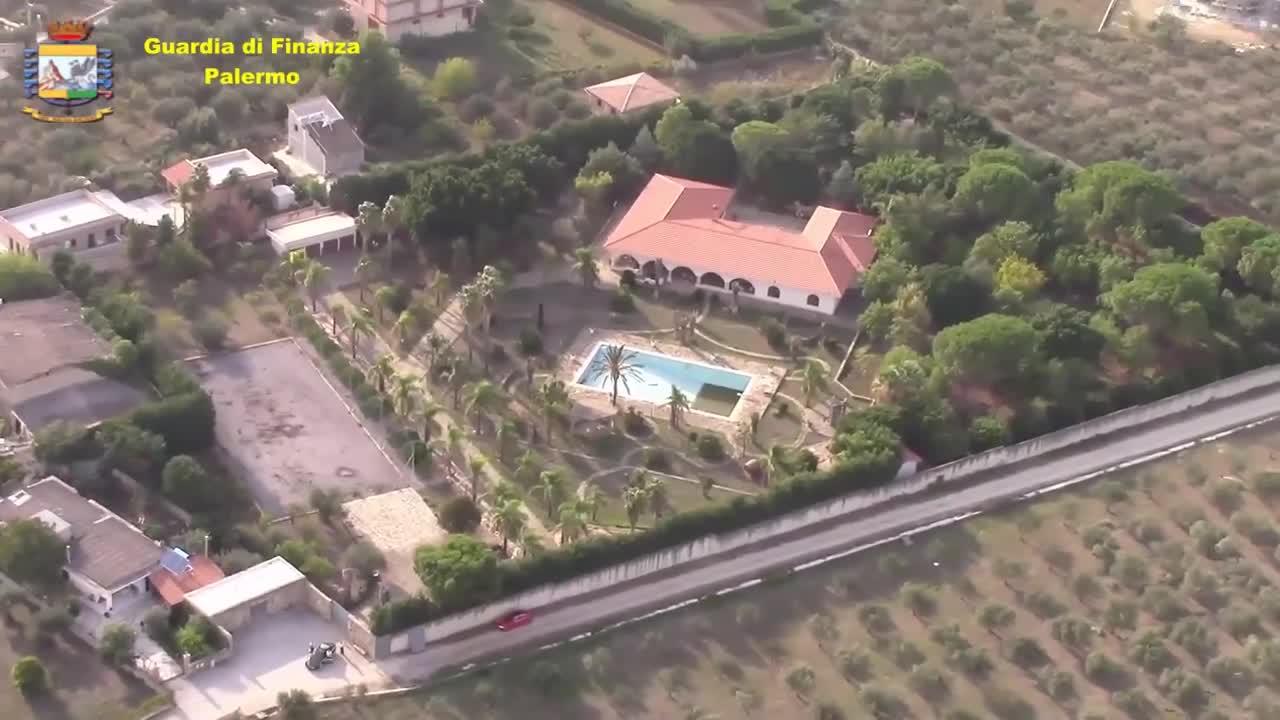 """La spa, il bosco privato, 22 camere: ecco la villa da 4 milioni del """"re"""" del calcestruzzo"""