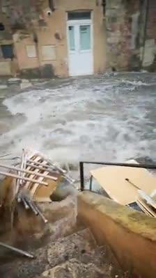 Nubifragio a Matera: e le strade diventano fiumi in piena