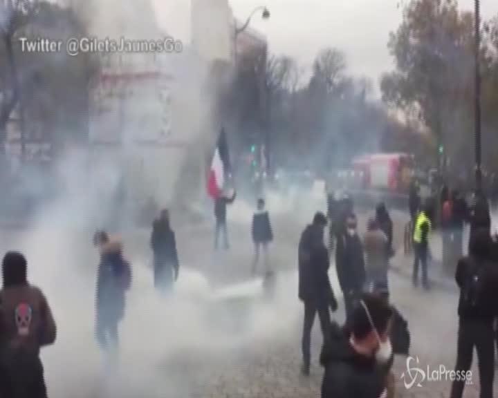 Francia: anniversario gilet gialli, tensione in piazza