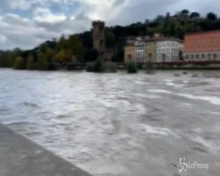 Firenze, preoccupa la piena dell'Arno