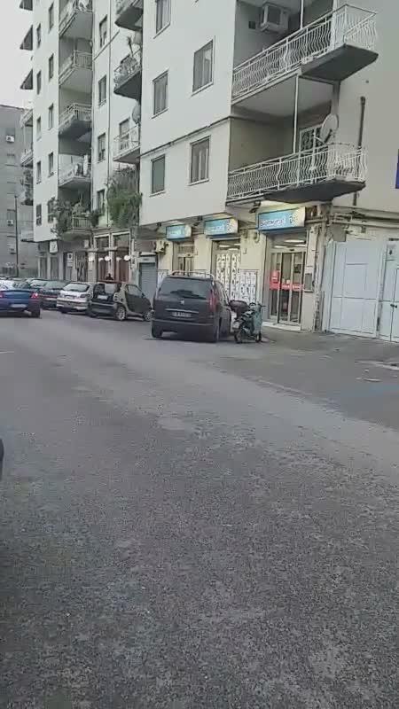 Il video della discarica di pneumatici a Fuorigrotta