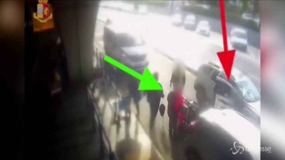 Fiumicino, gli chiede tariffa standard: tassista tira un pugno a un cliente