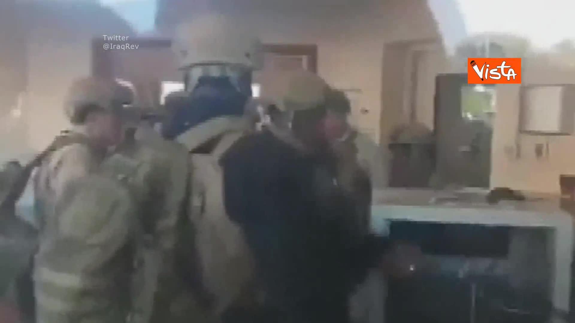 Ambasciata Usa in Iraq sotto attacco, soldati americani barricati nella reception
